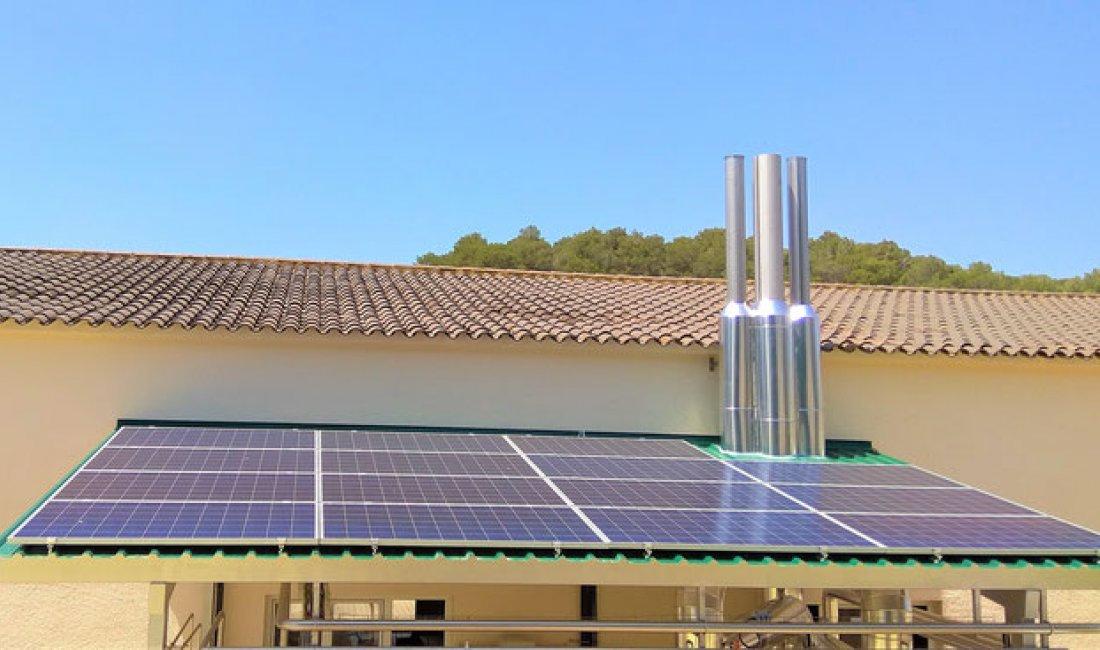 Instalación solar fotovoltaica de 4,95 kWp para autoconsumo en Lloret de Mar.