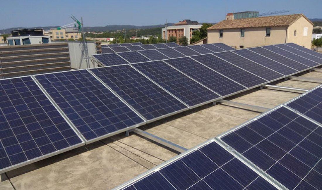 Instal·lació solar fotovoltaica de 14,19 kWp per autoconsum amb compensació d'excedents a la Ludoteca de Vilablareix.
