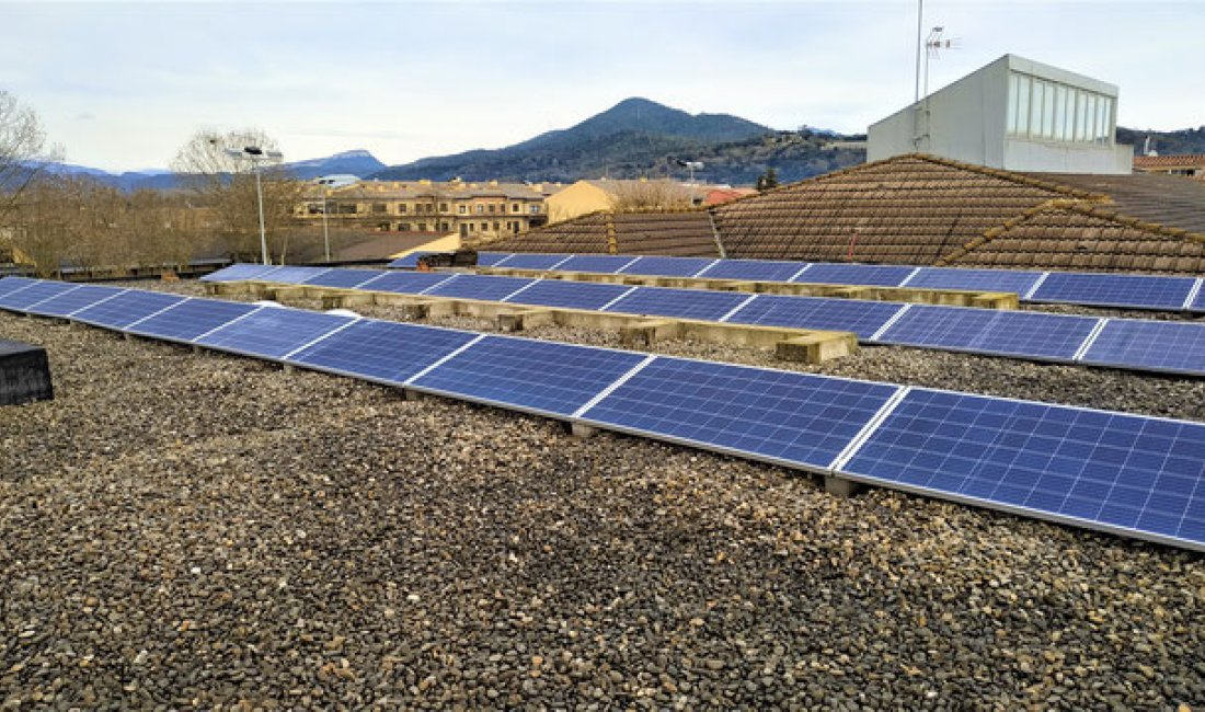 Instal·lació solar fotovoltaica de 9,75 kWp per autoconsum al CEIP de Bescanó.