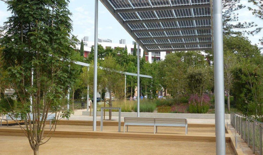 Pérgola solar fotovoltaica en el Parc de les Rieres d'Horta de Barcelona.