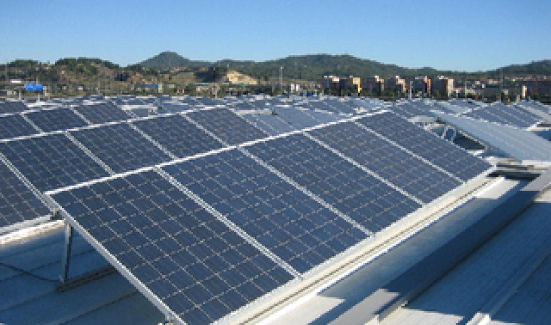Planta solar sobre cubierta de naves industriales de 88kWp de potencia, situada en Pallejà. (Barcelona)