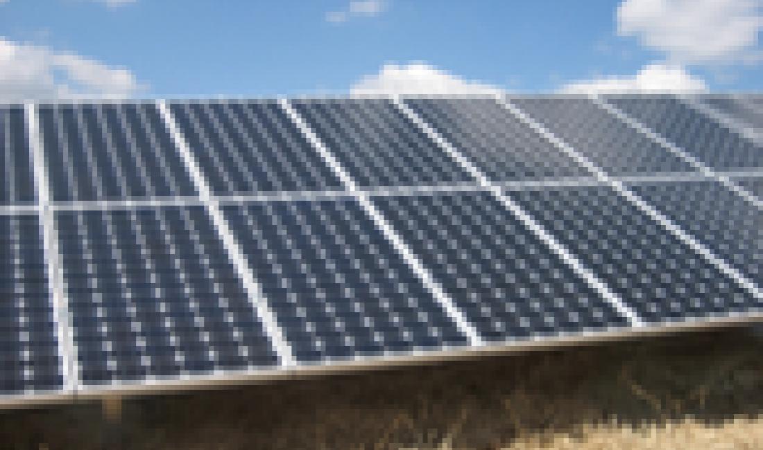 Parc solar fotovoltaic de connexió a xarxa de 1,1MW a Peal de Becerro. (Jaén)