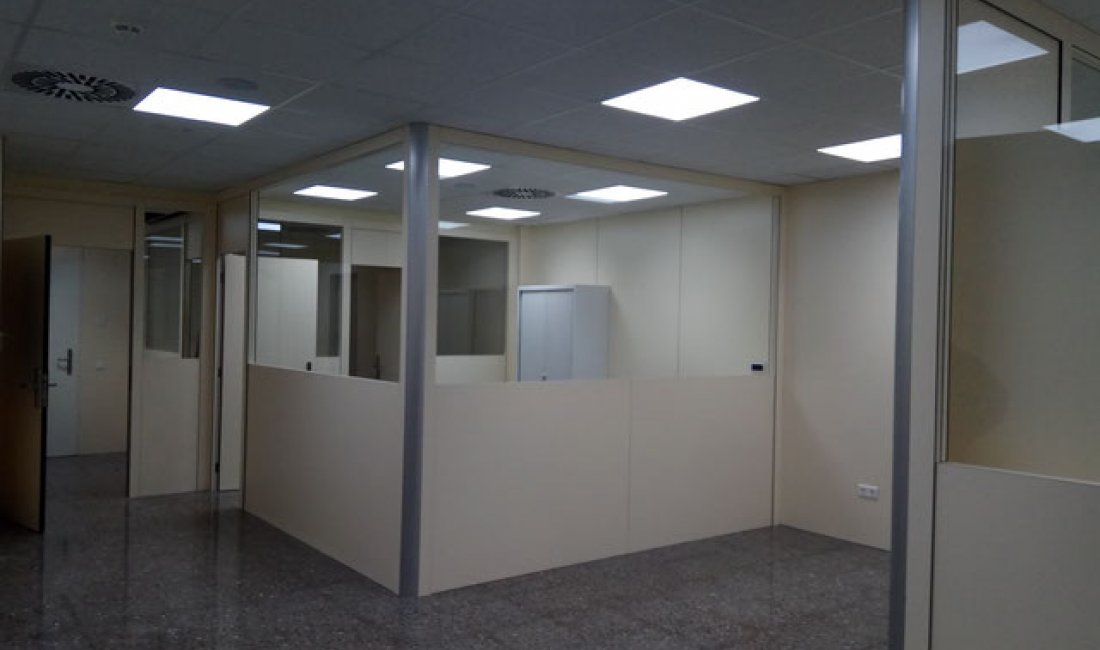 Reforma de 350 m² para la adecuación de un nuevo hospital de día psiquiátrico y nuevas oficinas de administración en el Hospital Sant Rafael de Barcelona.