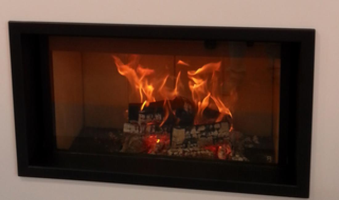 Sistema de generació d'energia tèrmica amb biomassa mitjançant termollar de foc, caldera de pellets i amb recolzament d'energia solar tèrmica a Sant Dalmai.