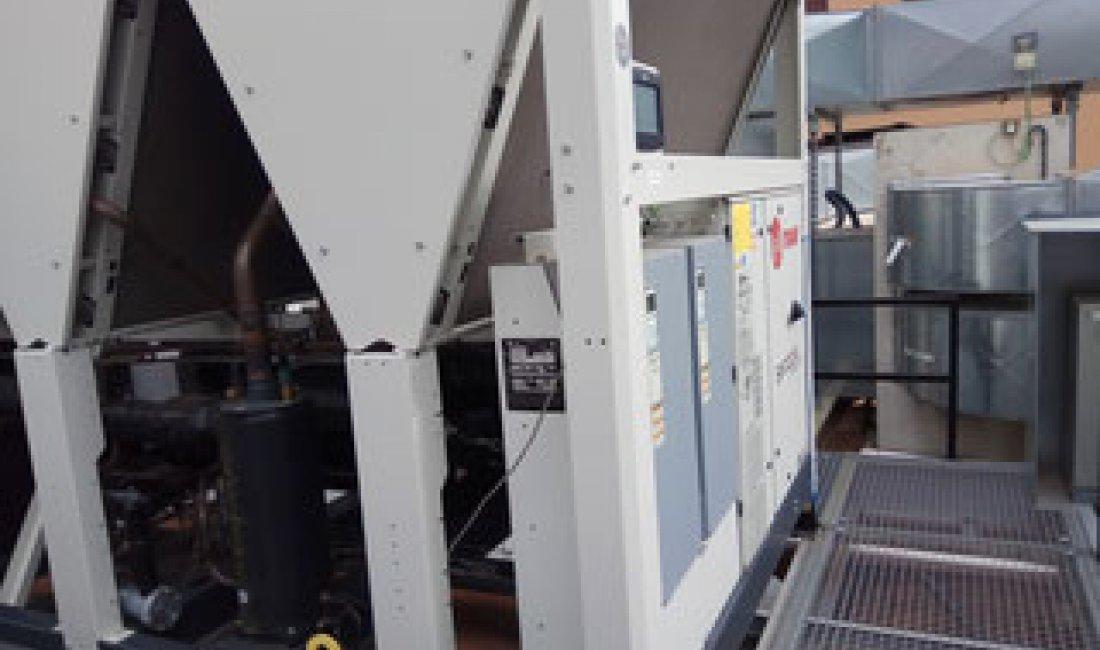 Instal·lació d'una nova refredadora de 450 kW i reforma dels col·lectors generals del bloc C de l'Hospital Sant Rafael de Barcelona.