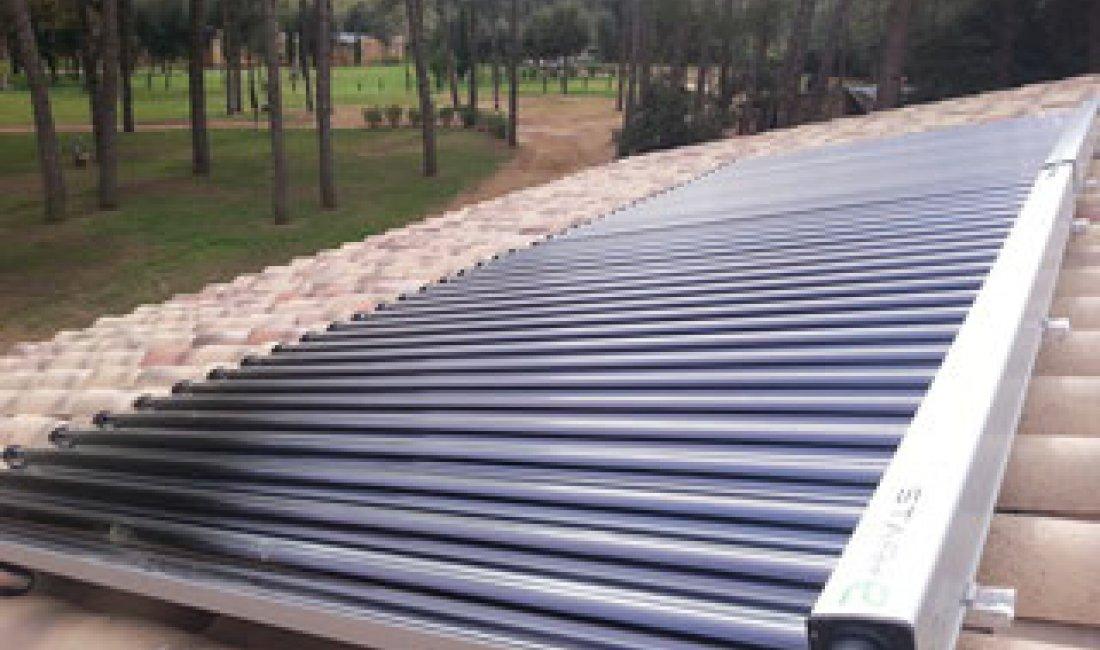 Instal·lació d'un sistema de producció d'ACS d'alta eficiència amb recolzament d'energia solar tèrmica en un càmping del Baix Empordà.